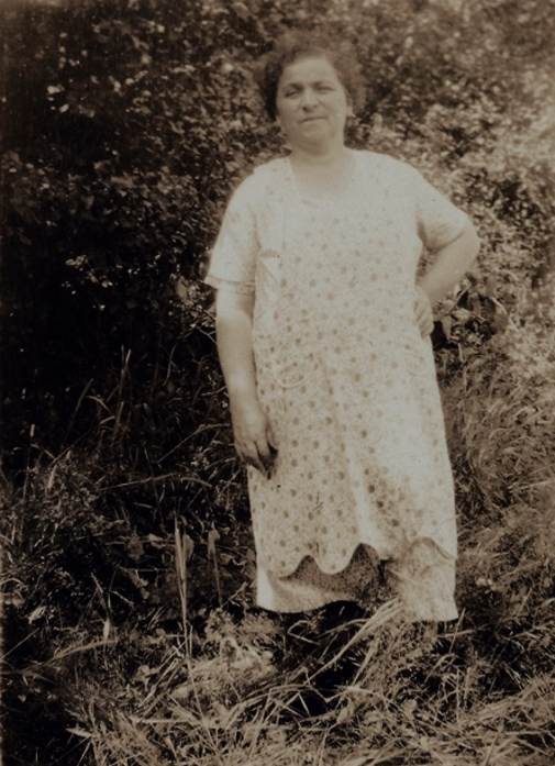 Nettie Weiss in the Country